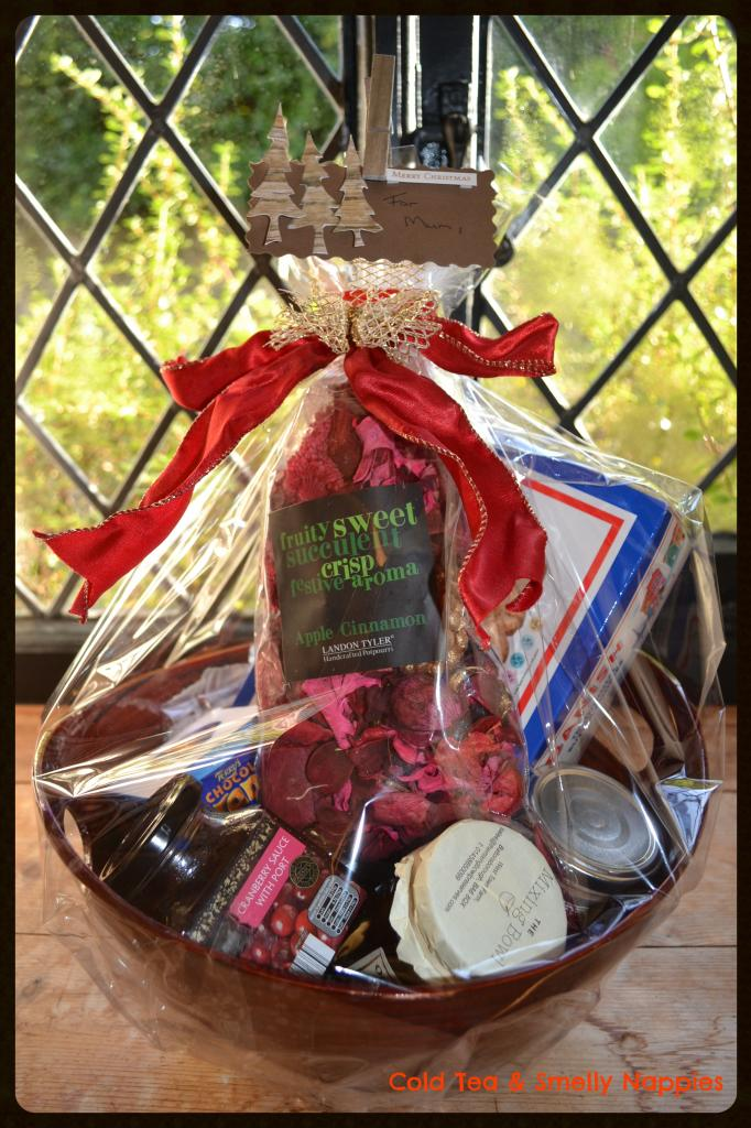 thrifty christmas food hampers4
