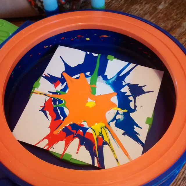 Playing with Lj's new swirling art set that she got from Father Christmas yesterday :)