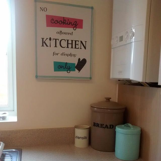 Love this little corner of the kitchen. HomeDecor homedecorating vintage