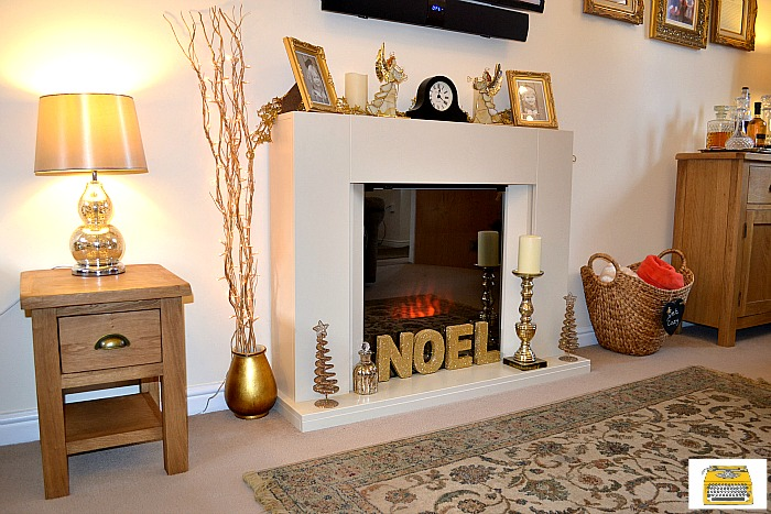 gold-christmas-living-room